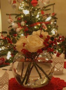 """Christmas vase with white roses and red berries"